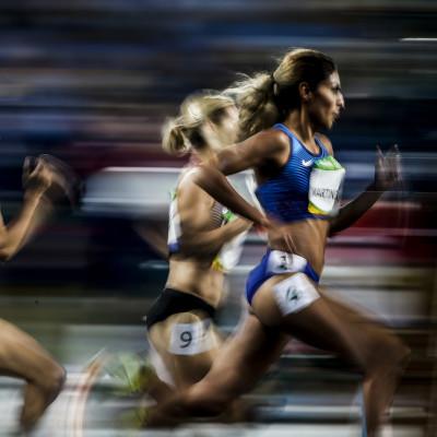 Disputa de prova de atletismo no Estádio Olímpico