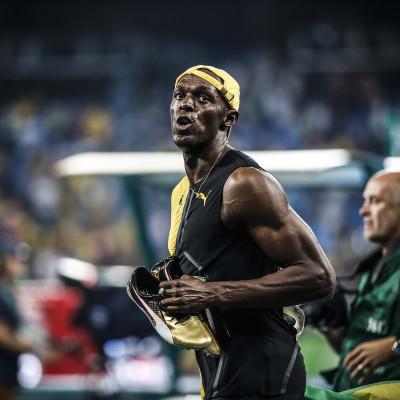 Usain Bolt comemora a medalha de ouro nos 100 m rasos no Estádio Olímpico