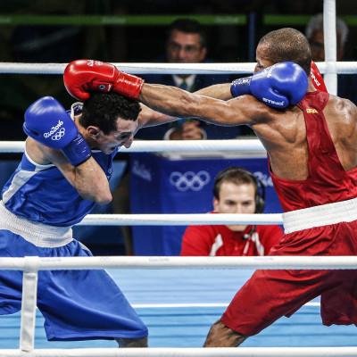 Francês Sofiane Oumiha e brasileiro Robson Conceição disputam medalha de ouro no boxe